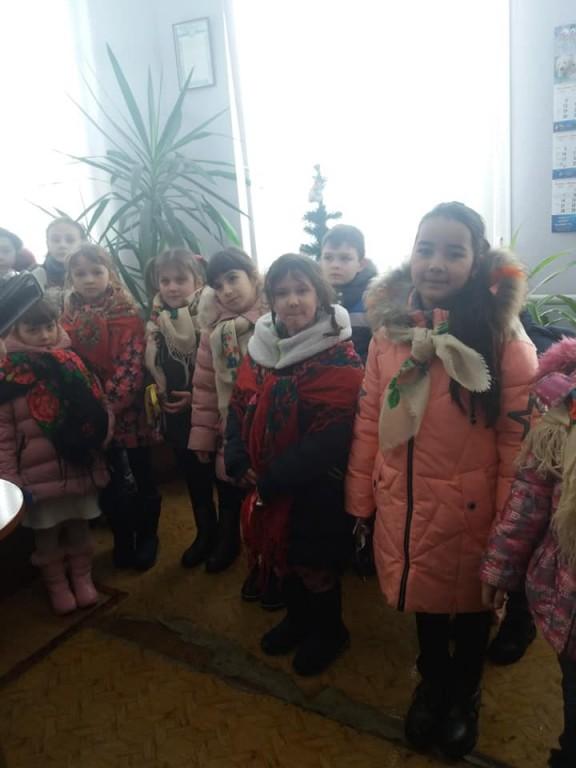 Діти завітали з новорічними та Різдвяними привітаннями до міської ради