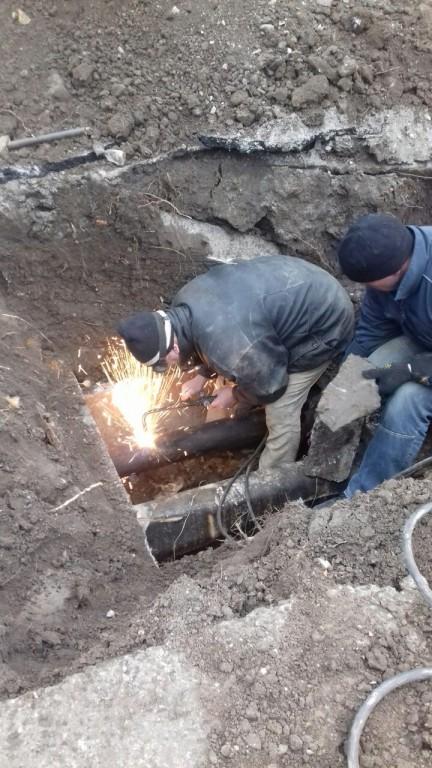 """Працівниками КП """"Житлосервіс"""" власними силами здійснюється ремонт тепломережі до Гуляйпільської ЦРЛ"""