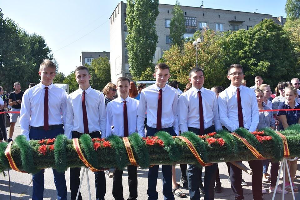 У Гуляйполі традиційно зібралися на Меморіалі Слави на мітинг-реквієм (фото)