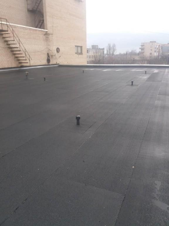 """На даху КСК """"Сучасник"""" тривають ремонтні роботи"""