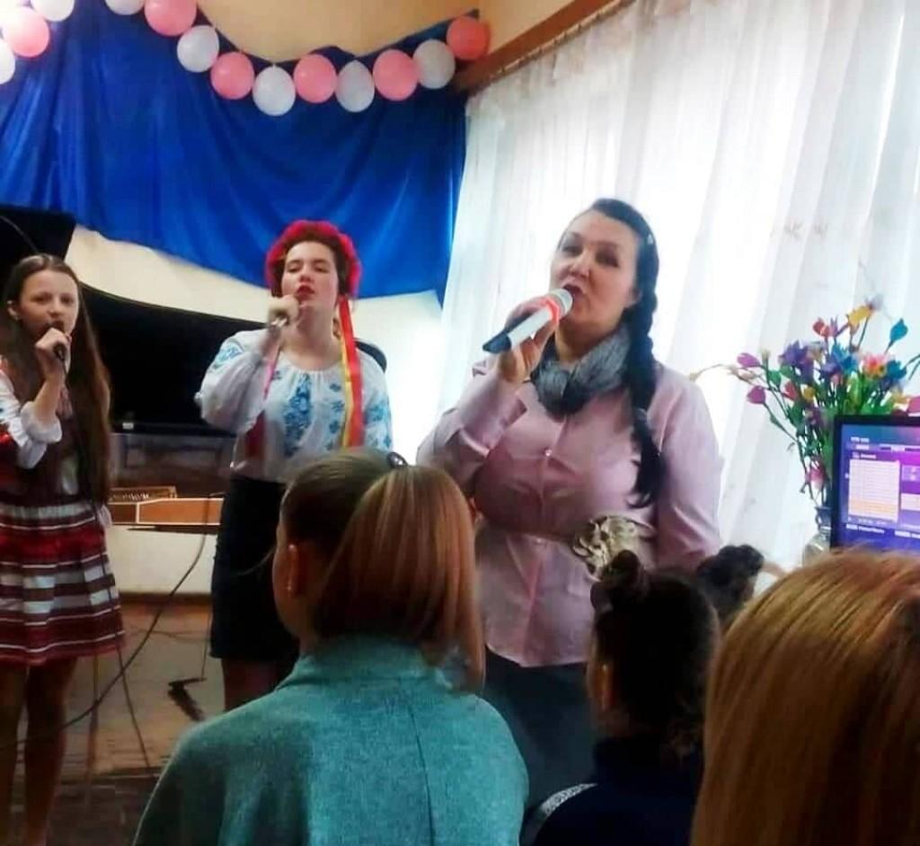 Учні і викладачі «Гуляйпільської дитячої школи мистецтв» вітали колег, жінок, бабусь і дівчаток з Міжнародним жіночим днем